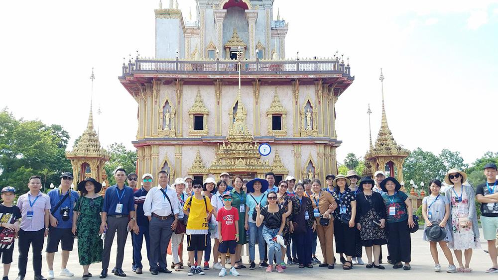 Đoàn khách tham quan Singapore - Malaysia ngày 01/06/2018
