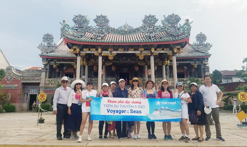 Đoàn khách tham quan Singapore - Malaysia ngày 26/10/2018