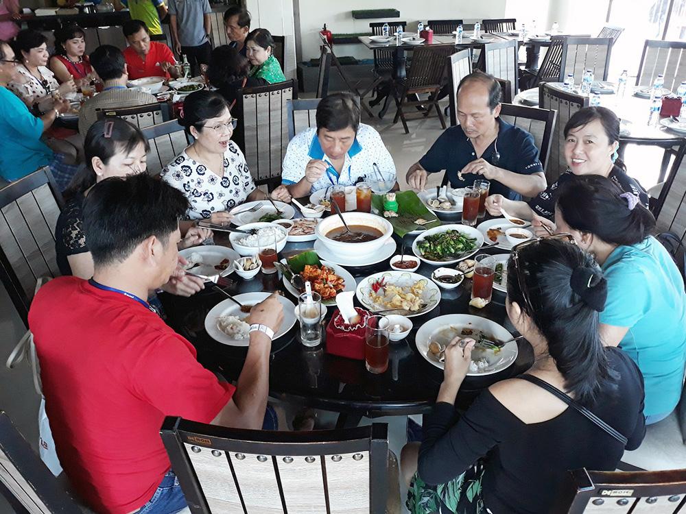 Đoàn khách tham quan Singapore - Malaysia - Indonesia ngày 10/05/2019