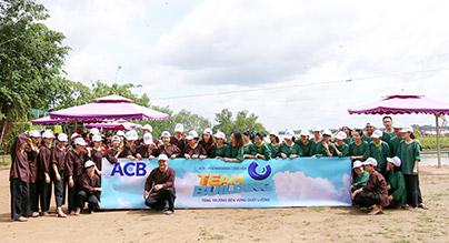 Đoàn ACB hoạt động vui chơi tại KDL Cồn Phụng