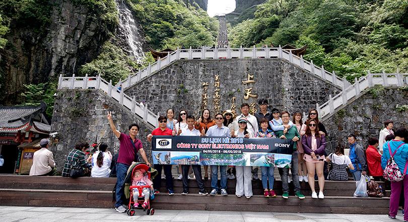 Đoàn khách khám phá Trương Gia Giới 04/05/2018