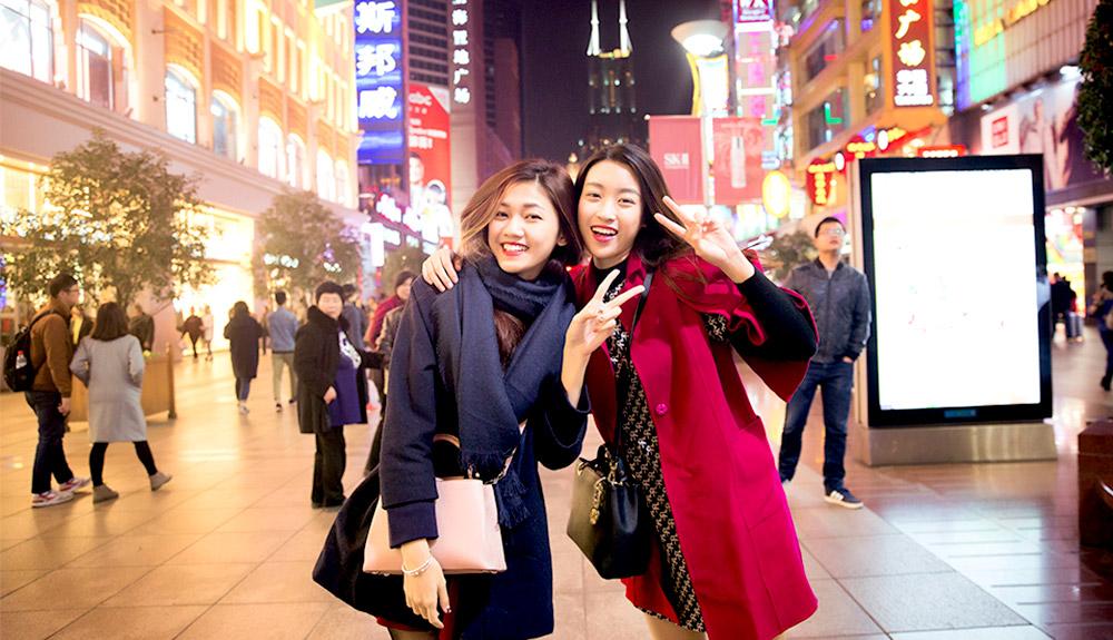 Du thuyền 5 sao HHVN 2016 dạo phố Nam Kinh