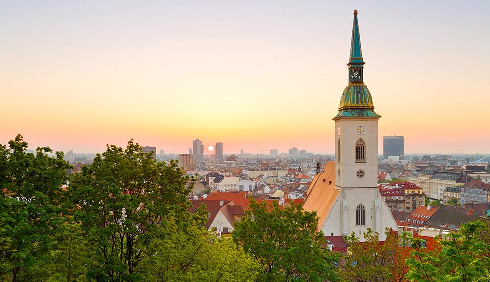du lịch châu âu quan cảnh thành phố bratislava