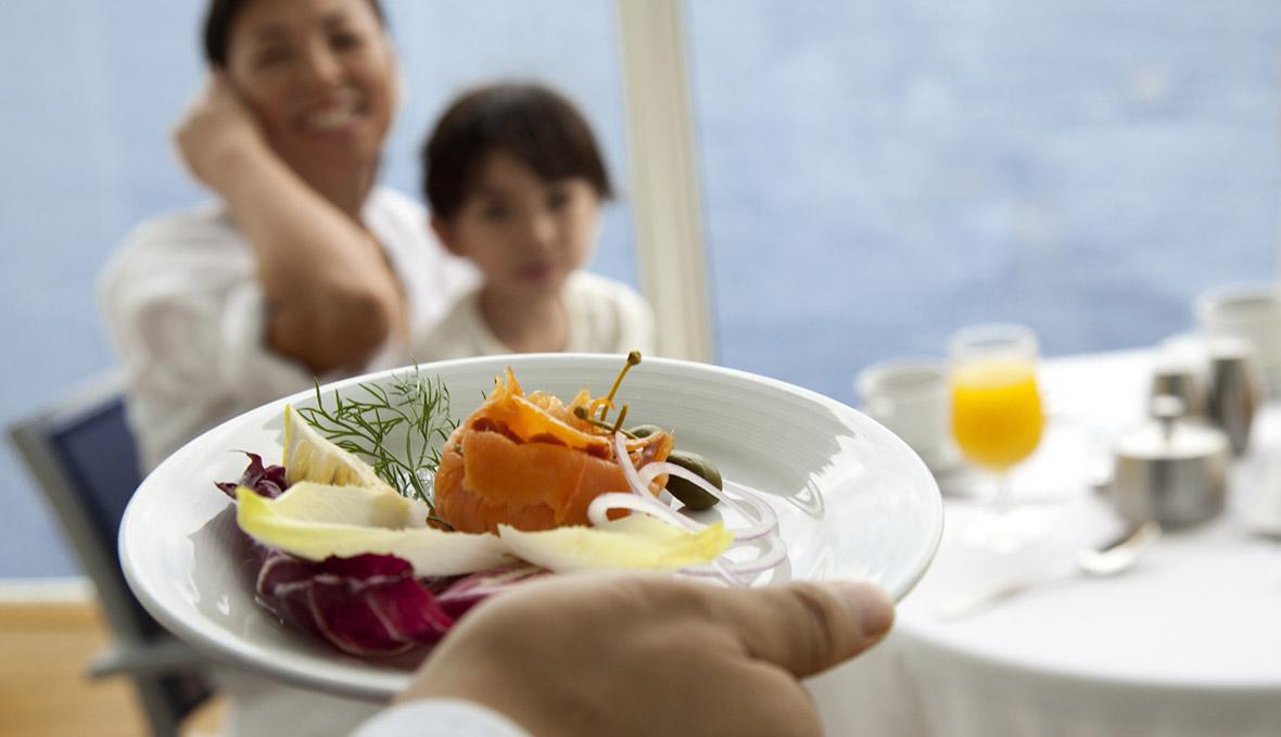 du thuyền 5 sao ẩm thực trên du thuyền