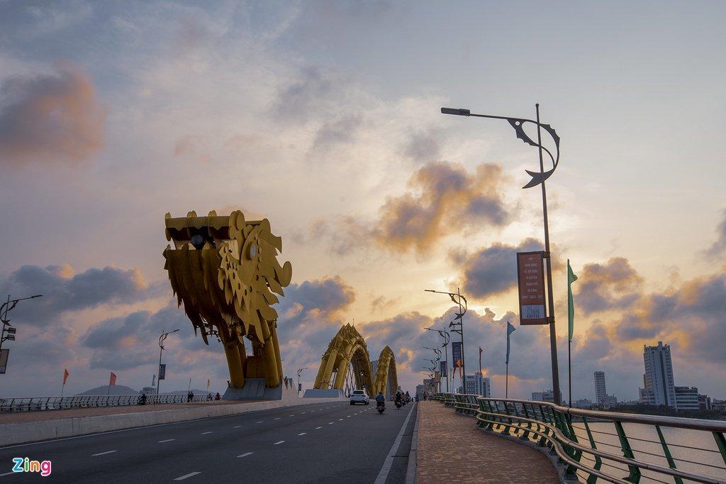 Cầu phun lửa và những cây cầu ấn tượng du khách ở Việt Nam