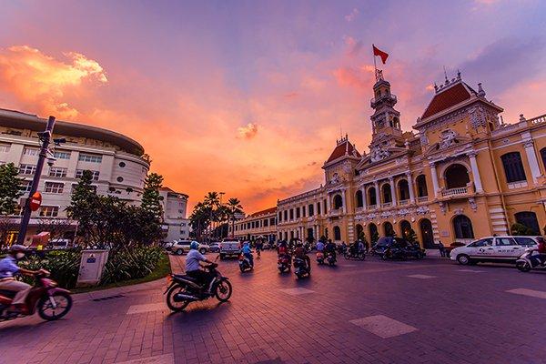 Phố đi bộ Nguyễn Huệ về đêm: ăn gì, chơi gì?