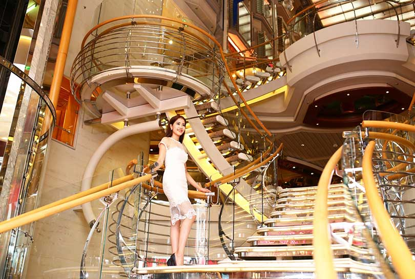 Hoa khôi Nam Em và chuyến trải nghiệm tuyệt vời trên du thuyền 5 sao