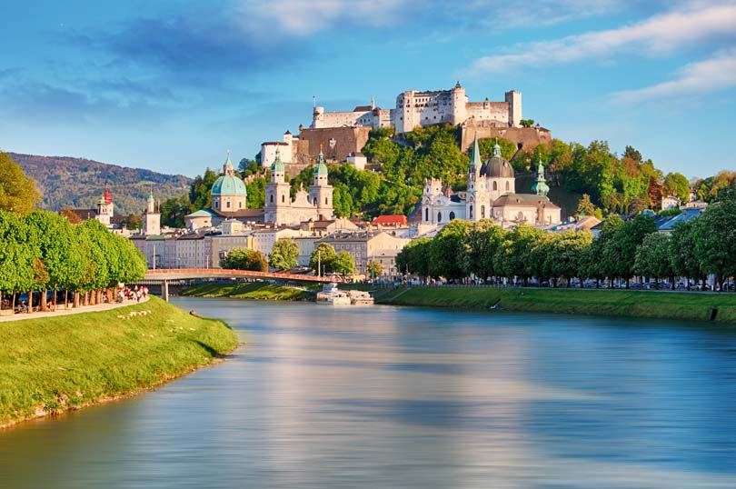 Ngắm cảnh và uống bia tại Salzburg