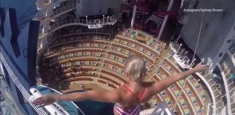 Cô gái Mỹ nhào lộn từ độ cao 16 mét xuống hồ bơi trên du thuyền