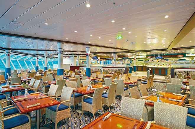 Khu ăn uống tự chọn trên du thuyền