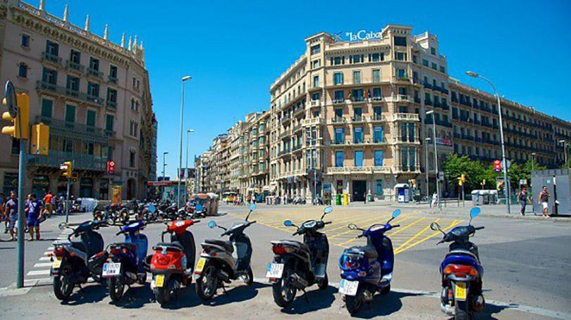 Quảng trường Catalunya địa điểm du lịch hấp dẫn tại Barcelona