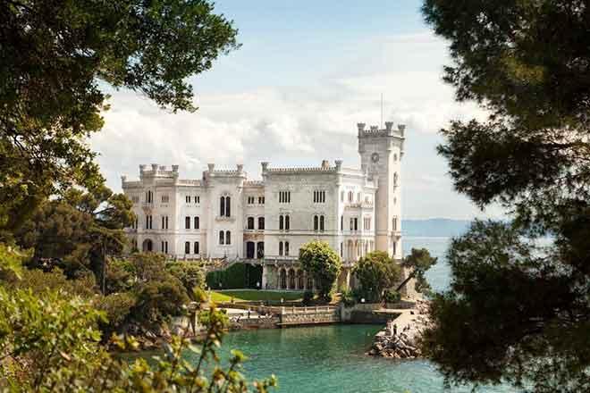Lâu đài Miramare, Trieste, Ý