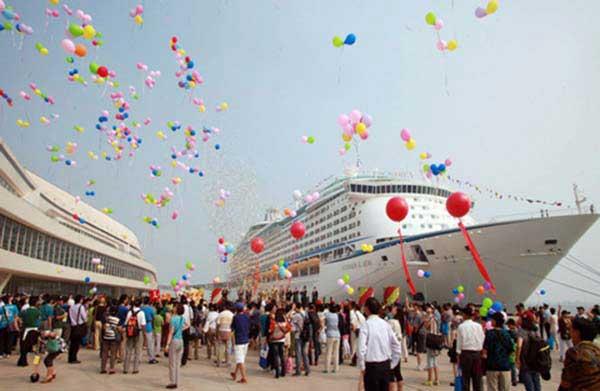Nội thất xa hoa của du thuyền lớn nhất châu Á