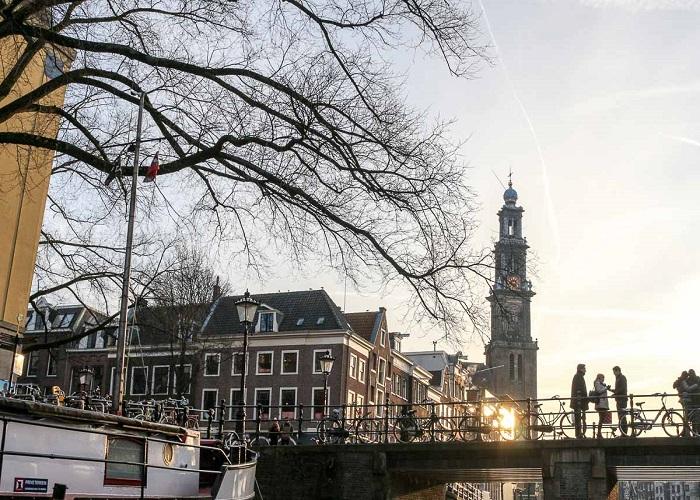 Amsterdam quạnh hiu và vắng lặng trong lệnh